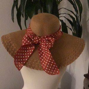 Large Floppy straw hat with polka dot bow